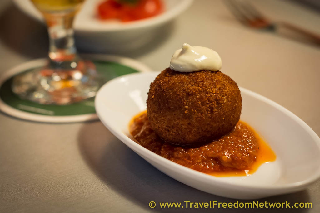 051 Barcelona: Secret eateries & hot air ballooning