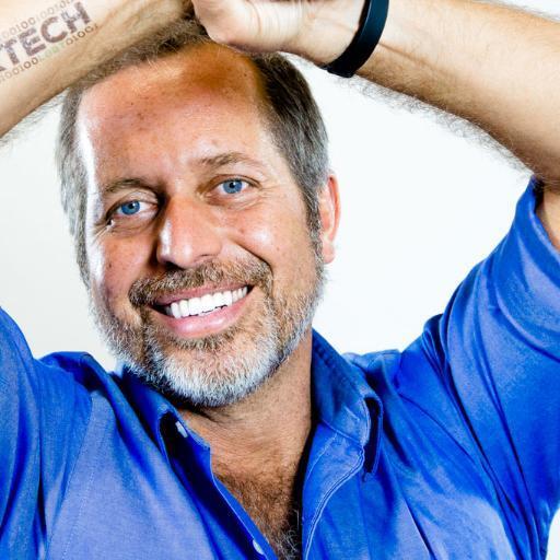 How to choose or fix your brand - IBM's Social Media Strategist, Alex de Carvalho